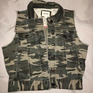 Forever 21 camouflage vest size small